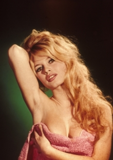 Brigitte-Bardot escote
